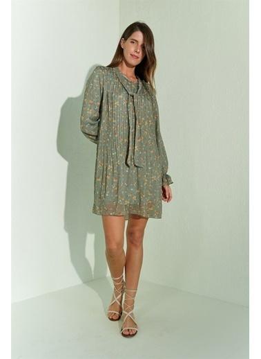 Z Giyim Pliseli Fularlı Desenli Kuşaklı Şifon Elbise Haki